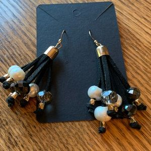 💥4/$10💥 Beaded Dangle Earrings Pearl Black Gray